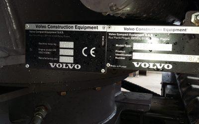 Volvo EC18C con benna orientabile e 2 benne da scavo